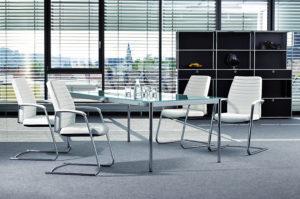 System 4 von Viasit – Besprechungstisch, Stühle, Regal