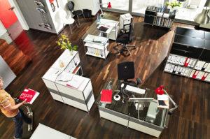 Komplette, individuell angepasste Büroeinrichtung von Viasit